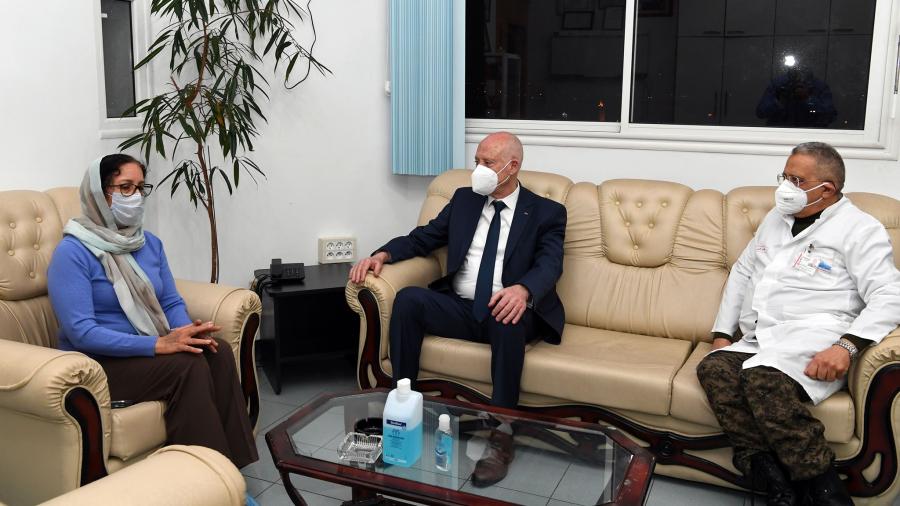 رئيس الجمهورية يعود الحبيب الصيد في المستشفى العسكري